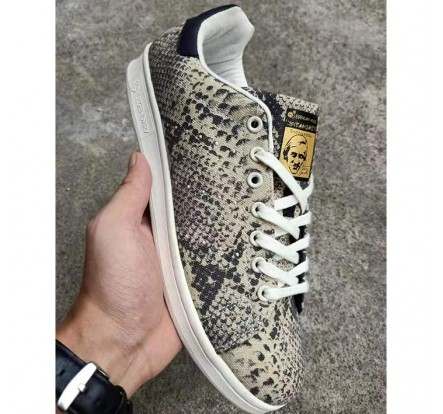 Male Canvas Sneaker Shoe Export Over Left In China